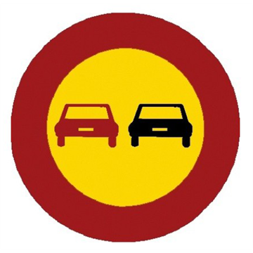 Adelantamiento prohibido a vehículos